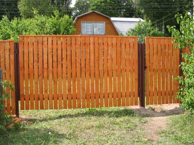забор для дачи из дерева