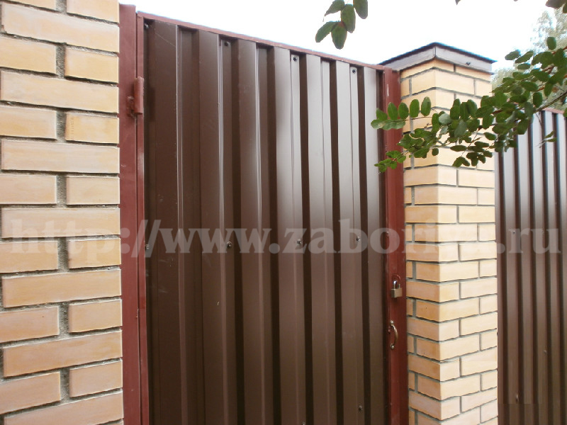Кирпичные и бетонные заборы от компании Забория
