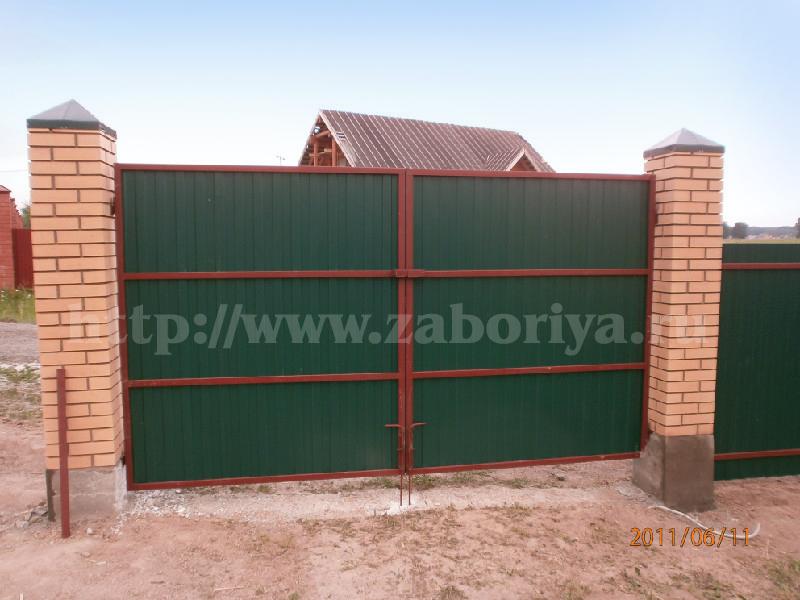 Кирпичные и бетонные заборы