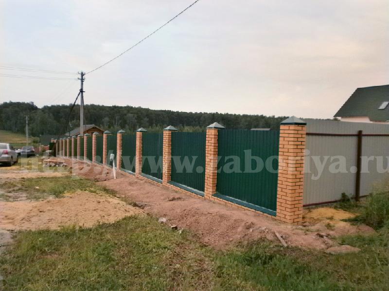 Кирпичный забор и профлист