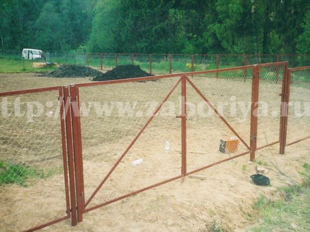 Секционные заборы из сетки-рабицы ворота распашные