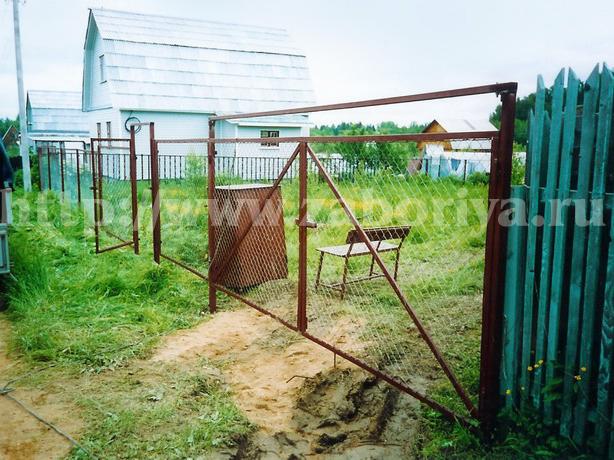 Ворота из секционной сетки рабицы Забория
