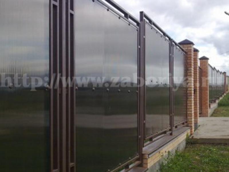 Ограждения из поликарбоната для загородного дома