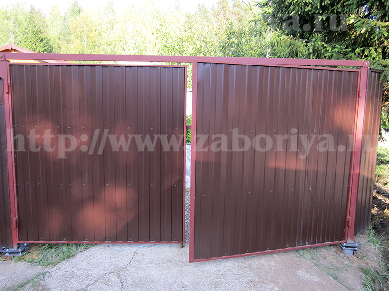 Винтовые опоры для установки ворот на загородном участке